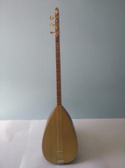 саз - струнный музыкальный инструмент. Дар Умид Шахин
